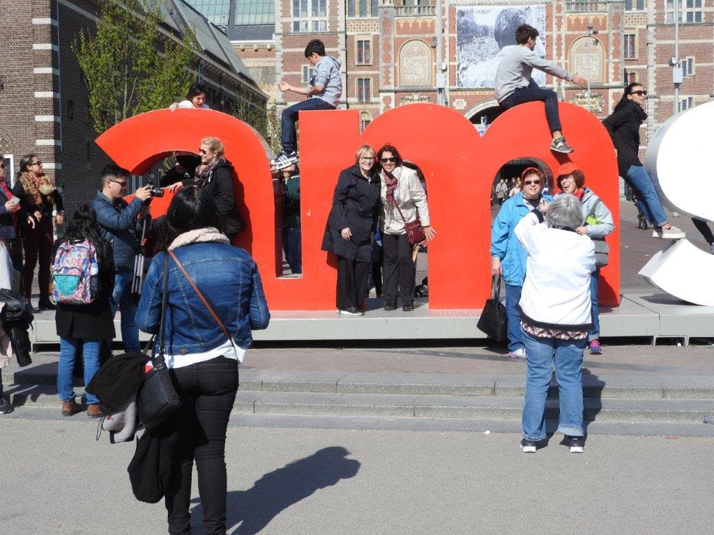 Group photo in the M of the Amsterdam sign